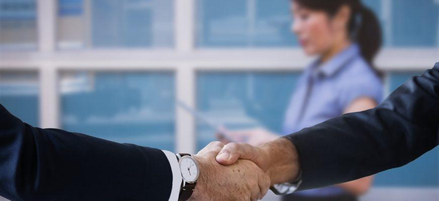 Shaking Hands Handshake Boss  - geralt / Pixabay