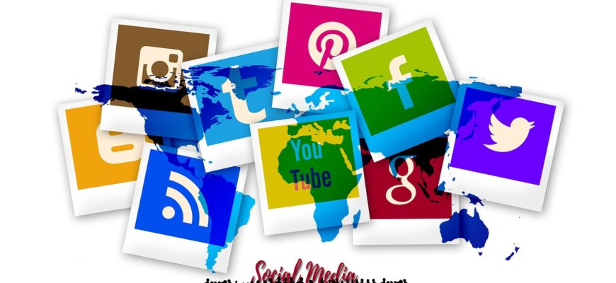 Social Media Icon Polaroid Blogger  - geralt / Pixabay